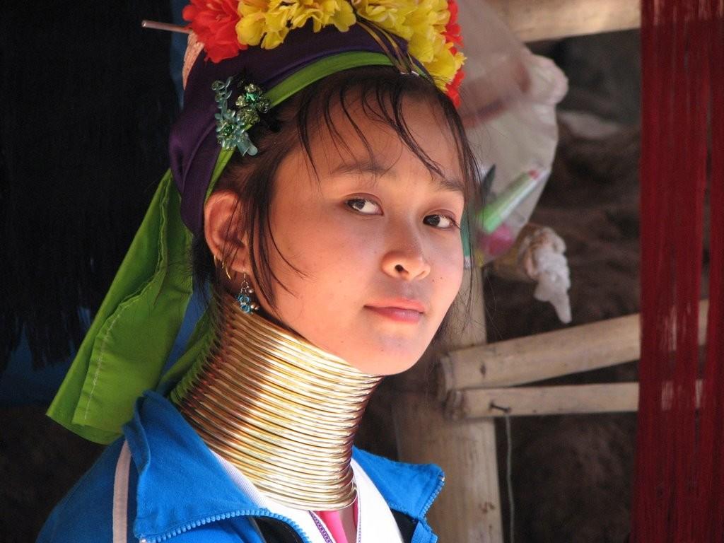 Женщина племени карен