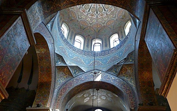 Эчмиадзинский монастырь, интерьер