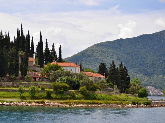 Монастырь в Рисане