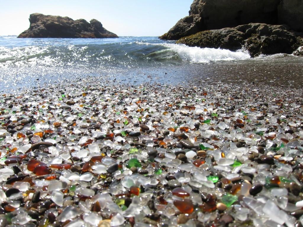 Стеклянный пляж, США