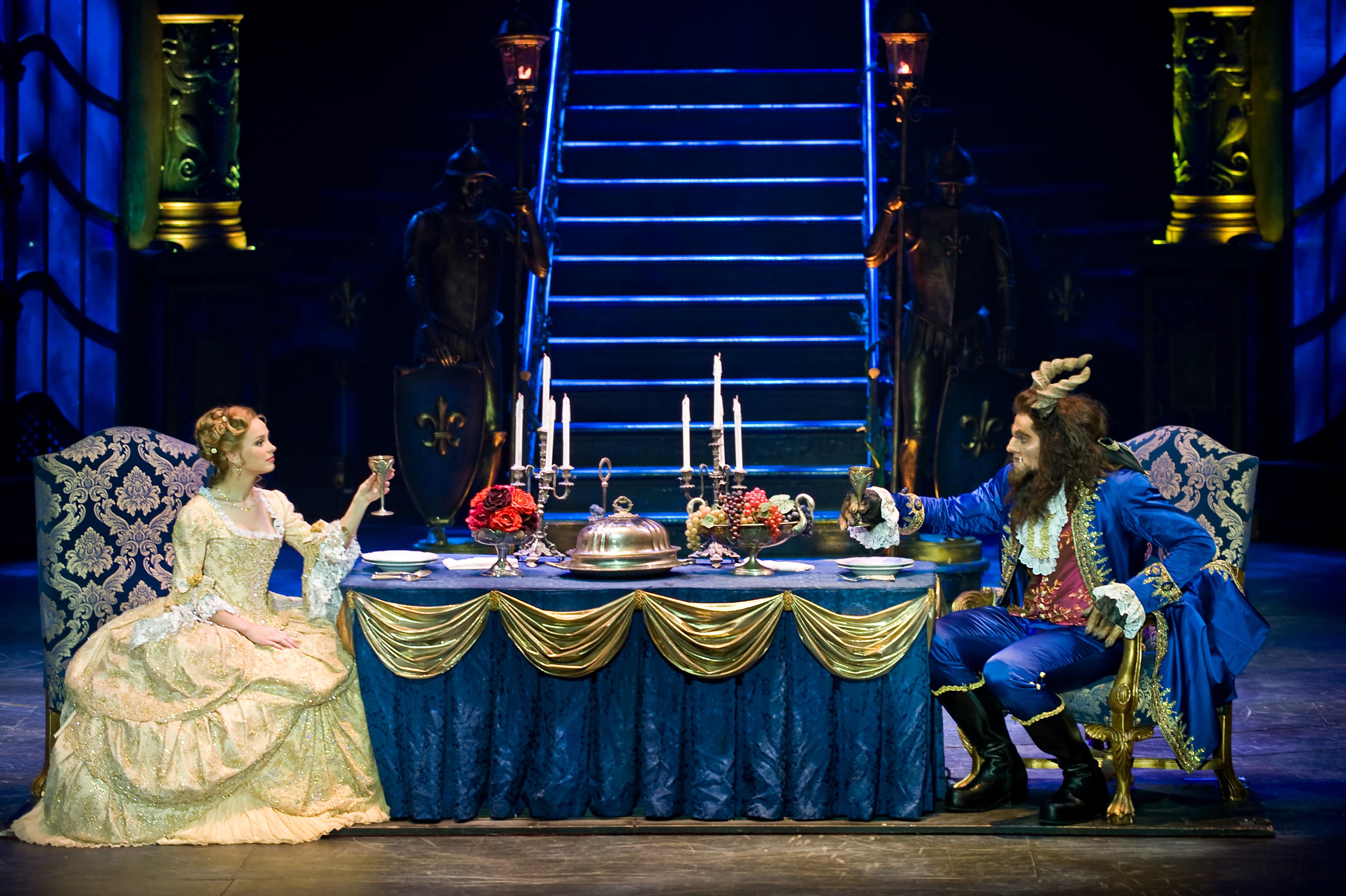 """Мюзикл """"Красавица и Чудовище"""". Фото: http://kudamoscow.ru/"""