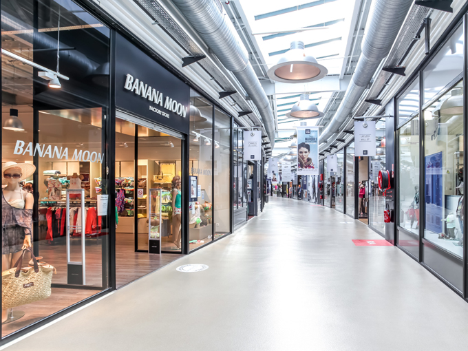 Channel Outlet Store, allee