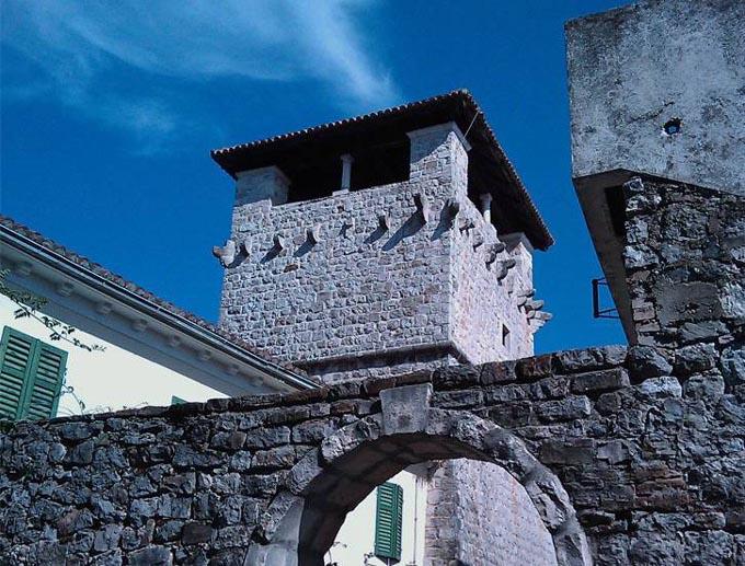 Дворец Ренессанс Буче, Тиват