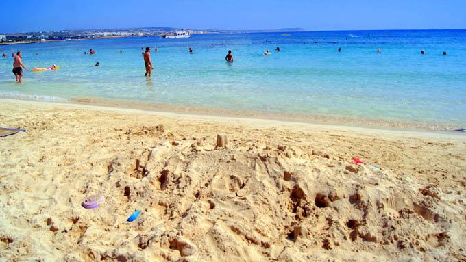 Пляж Macronissos