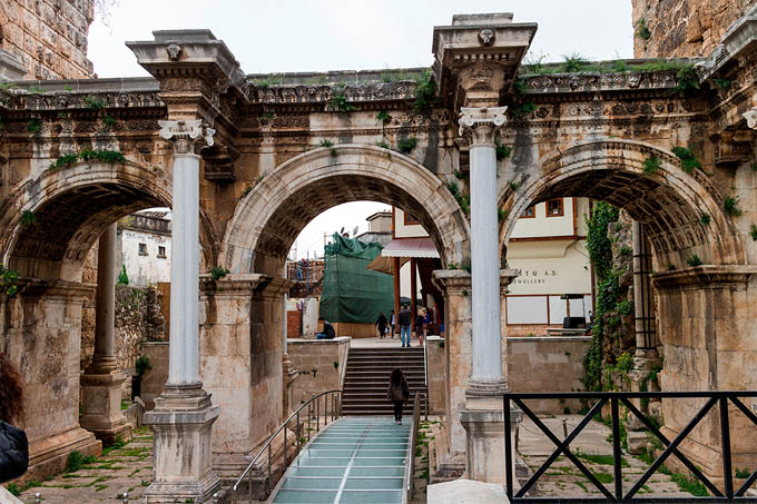 Ворота Адриана, Анталия