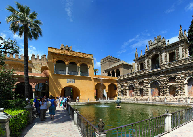 Дворей Алькасар в Севилье