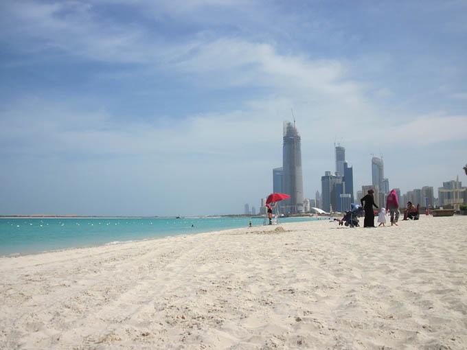 Пляж в Абу-Даби